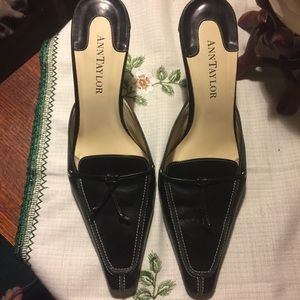 3 for 20$ 💵 Anne Taylor Leather Mules Size 7.5